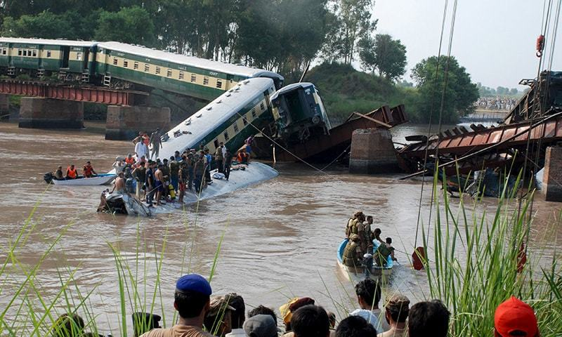 Pakistan Army soldiers and rescue workers gather at the site after a train fell in a canal, near Gujranwala, Pakistan, July 2, 2015. -Reuters