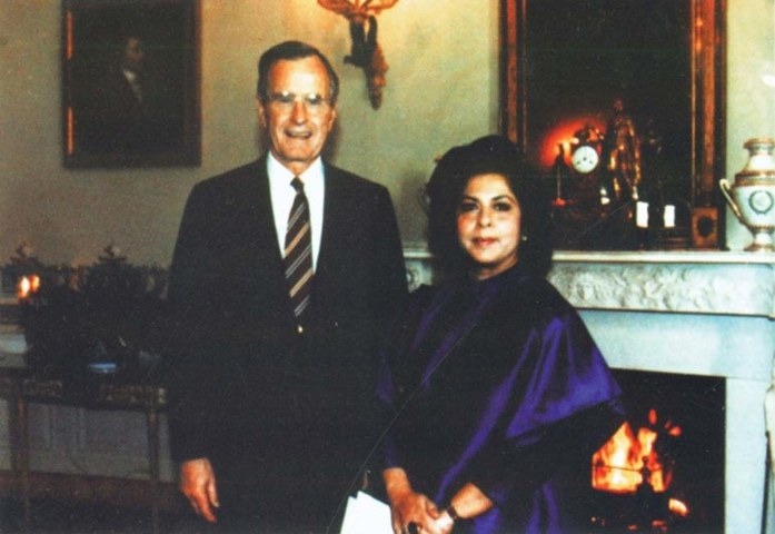Syeda Abida Hussain, then Pakistan's ambassador to the US, with American president George Herbert Bush in Washington D.C. in 1992.  - Photo from the book