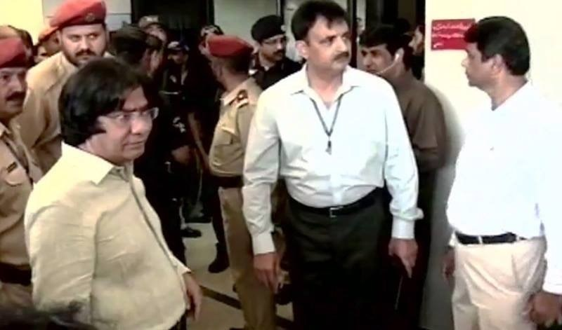 Security personnel, MQM leaders and activists gathered at the Liaqat National Hospital where Rashid Godil is undergoing treatment.  — DawnNews screengrab