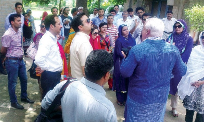 SAHIWAL: Delegates of Harappa International Conference visit archaeological site. — Dawn