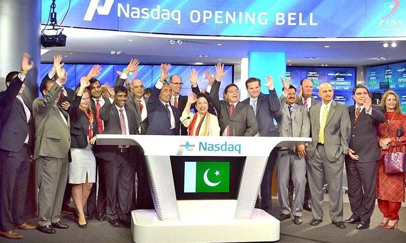 NEW YORK: Ambassador Maleeha Lodhi (C), along with members of the American business community, celebrates Pakistan Independence Day at Nasdaq on Friday after ringing the Opening Bell at Times Square.—APP