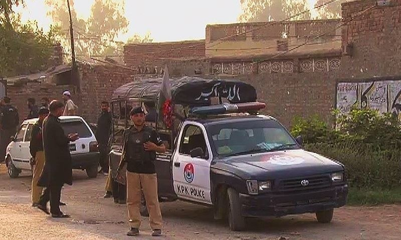 The Khyber Pakhtunkhwa police have cordoned off the area. ─ DawnNews screengrab.