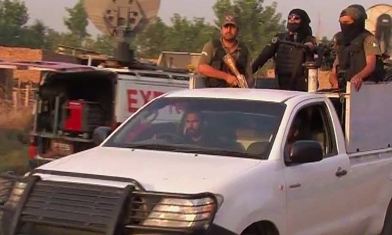 Security forces in Peshwar's Badaber area. ─ DawnNews screengrab.