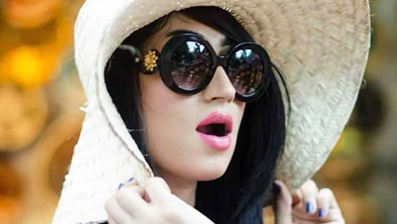 Qandeel Baloch ─ Pakistan's answer to Kim Kardashian.