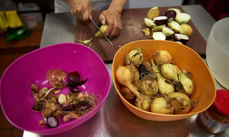 Marlith Tenazoa Del Aguila from Peru prepares food in the kitchen at the Mazi Mas restaurant. ─ AFP
