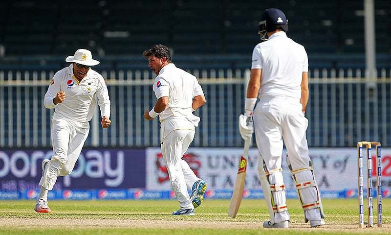 Pakistan's Yasir Shah (C) celebrates with Misbah-ul-Haq (L) after taking the wicket of England's Joe Root. — Reuters