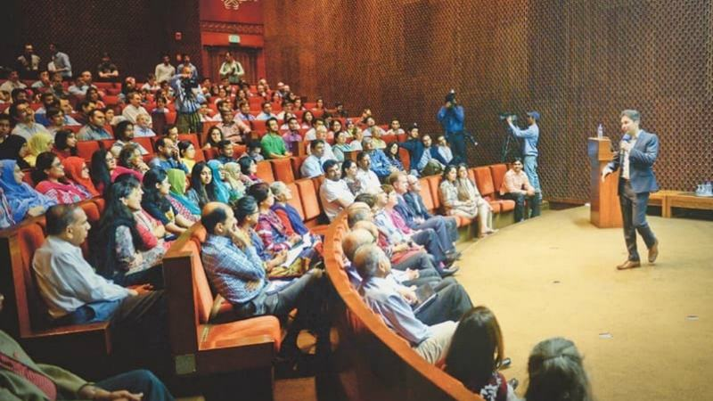 Standup comedian Saad Haroon performs in the Aga Khan University auditorium on Tuesday.—White Star