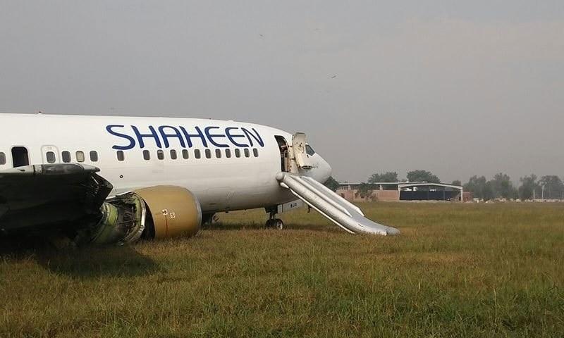 Passengers were evacuated through the emergency gate of the aircraft. ─ DawnNews screengrab