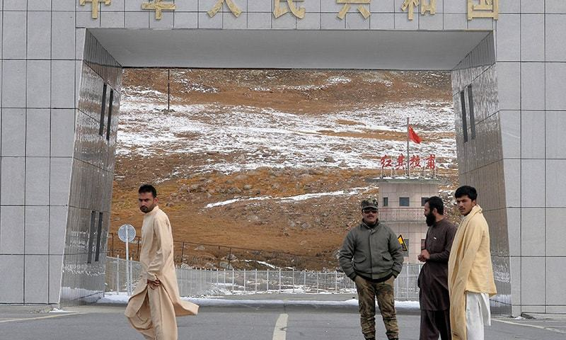 In this photograph taken on September 29, 2015, a border guard (3R) stands with tourists at the Pak-China Khunjerab Pass, the world's highest paved border crossing at 4,600 metres above sea level.  — AFP