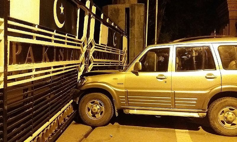 "The crash left the gate at Atari ""badly damaged"" while the Wagah gate was partly damaged. —DawnNews screengrab"