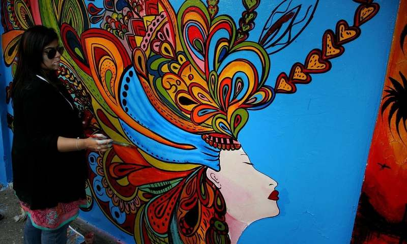 لاہور کی دیواروں پر فنکاروں کے خوبصورت رنگ