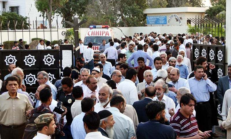 People seen after the offering of funeral prayers for the poet Jamiluddin Aali. ─ Online