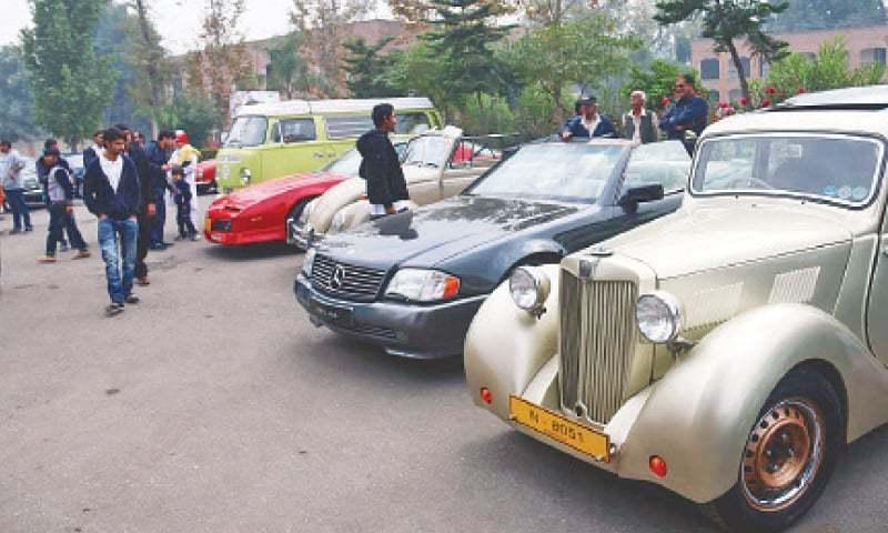 Enthusiasts Flock To Vintage Car Show Pakistan Dawn Com