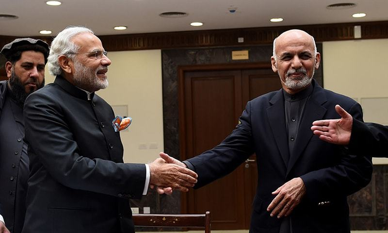 Indian Prime Minister Narendra Modi (L) shakes handswith Afghan president Ashraf Ghani during the inauguration of the new Parliament complex in Kabul on December 25, 2015. ─ AFP/File