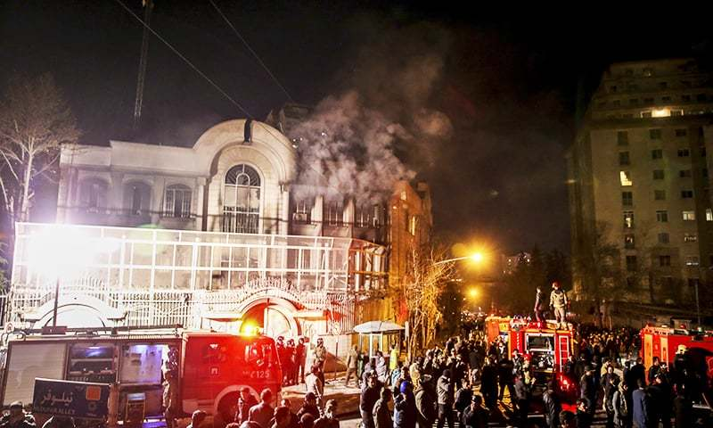 Smoke rises as Iranian protesters set fire to the Saudi embassy in Tehran. ─ AP