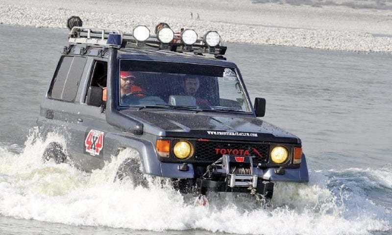 Water jeep race attracts spectators in Swabi - stan - DAWN.COM