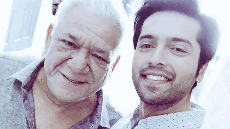 Om Puri with co-star and celeb fan Fahad Mustafa – Photo courtesy Actor In Law's Facebook page