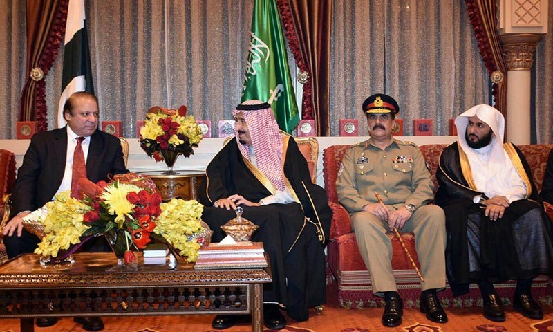 PM Nawaz, General Raheel meet Saudi King Salman at the Royal Palace─ Photo: PMO