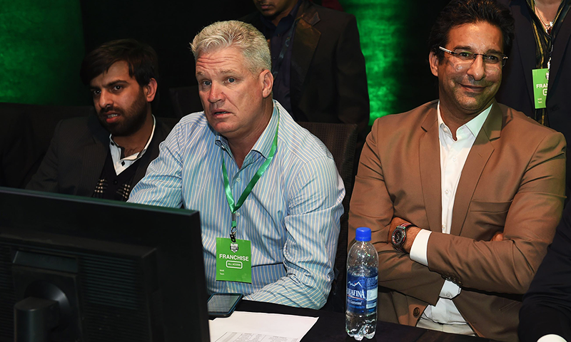 Dean Jones and Islamabad team director Wasim Akram follow the PSL draft picks in Lahore on December 21, 2015. — AFP/File