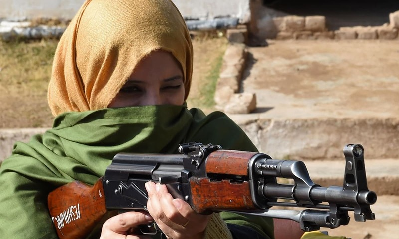 A Pakistani teacher handles an AK-47 assault rifle during a weapons training session for school, college and university teachers at a police training centre in Peshawar on January 27, 2015. AFP/FILE