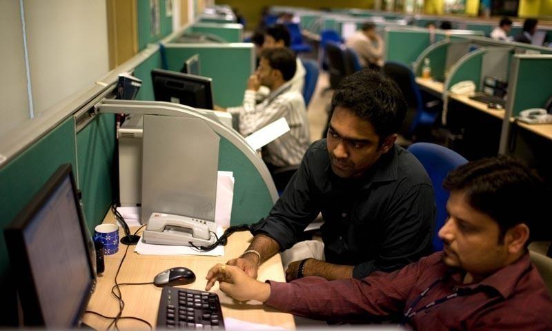 ملکی اور بین الاقوامی مارکیٹ میں سوفٹ ویئر ڈیولپمنٹ کے شعبے میں ہنرمندوں کی ضرورت پہلے سے کہیں زیادہ ہے۔ — اے ایف پی/فائل