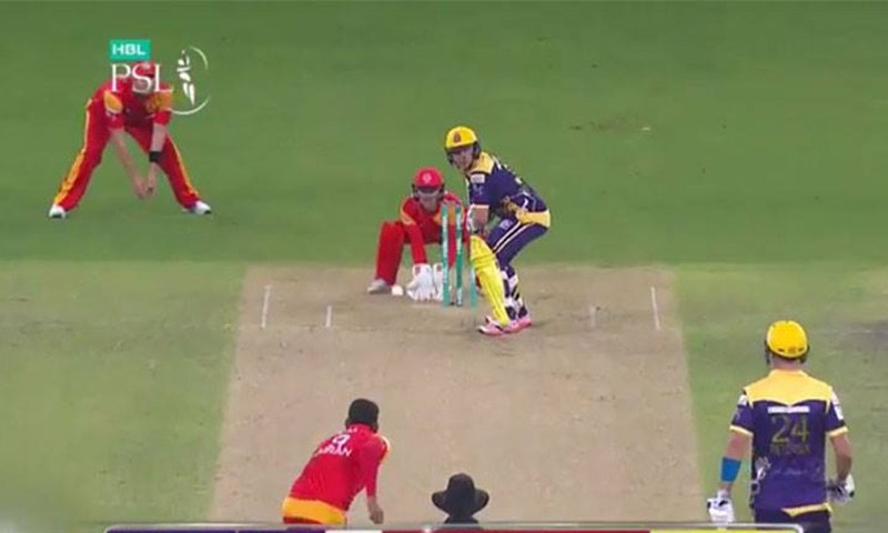 Quetta need 129 runs to win in 20 overs. The Gladiators have the services of flamboyant English batsman Kevin Pietersen and his compatriot Luke Wright. —Screengrab