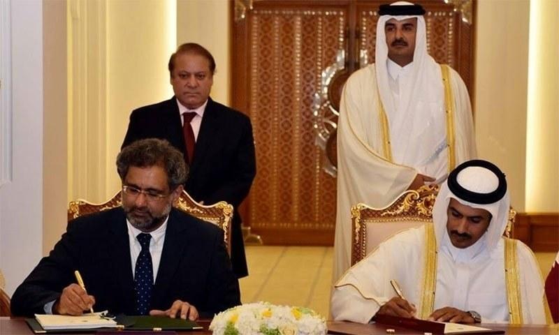 قطر میں ہونے والے  ایل این جی معاہدے پر دستخط کی تقریب کا  ایک منظر۔ — تصویر وزیر اعظم ہاأس