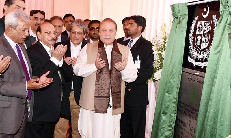 Prime Minister Muhammad Nawaz Sharif after performing the ground breaking ceremony of Green Line Bus system in Karachi.─Photo:PM House
