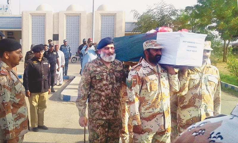 NAWABSHAH: Army officials carry the casket of soldier Hameen Nawaz on Sunday. Nawaz and three other army men lost their lives in a clash with terrorists in Shawal area of North Waziristan on Saturday.—Online
