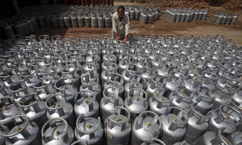Ogra challenges LPG price fixing at Rs900 per cylinder - Newspaper