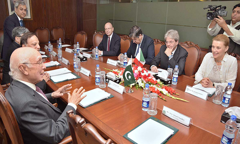 ISLAMABAD: Adviser to the Prime Minister on Foreign Affairs Sartaj Aziz exchanges views with Italian Foreign Minister Paolo Gentiloni at the Foreign Office on Thursday.—APP