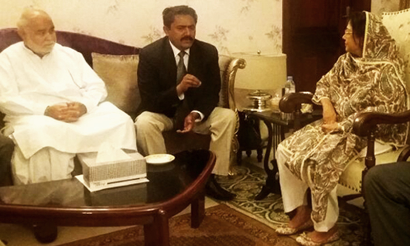 Poonjo Mal Bheel, an MQMs minority MPA, met with Faryal Talpur and resigned from his Sindh Assembly seat. ─ DawnNews screengrab