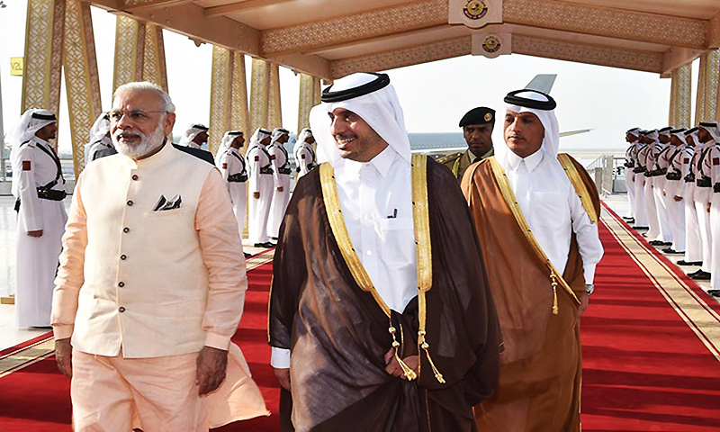 Qatari Prime Minister and Minister of Interior Sheikh Abdullah bin Nasser bin Khalifa Al -Thani, front right, receives Indian Prime Minister Narendra Modi in Doha, Qatar. ─ AP