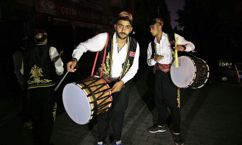 Картинки по запросу drummers Ramadan karachi