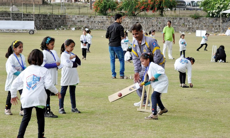 پاکستان کی اچھی تصویر پیش کرنے کا سب سے تیر بہدف نسخہ کھیلوں کے ذریعے اپنے ملک کی برانڈنگ کرنا ہے۔ — فوٹو آئی این پی۔