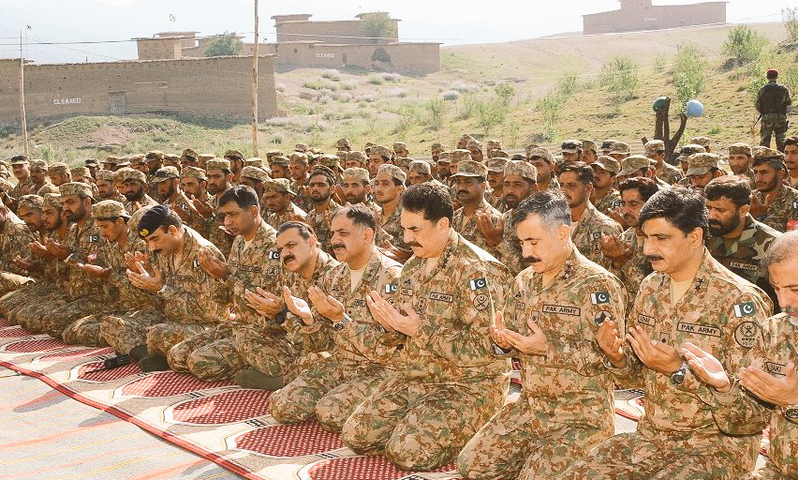 General Raheel Sharif visits forward bases in North and South Waziristan Agency and offers Eid prayers with troops. —ISPR