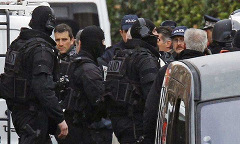 German police raid mosque, apartments in crackdown on Salafists