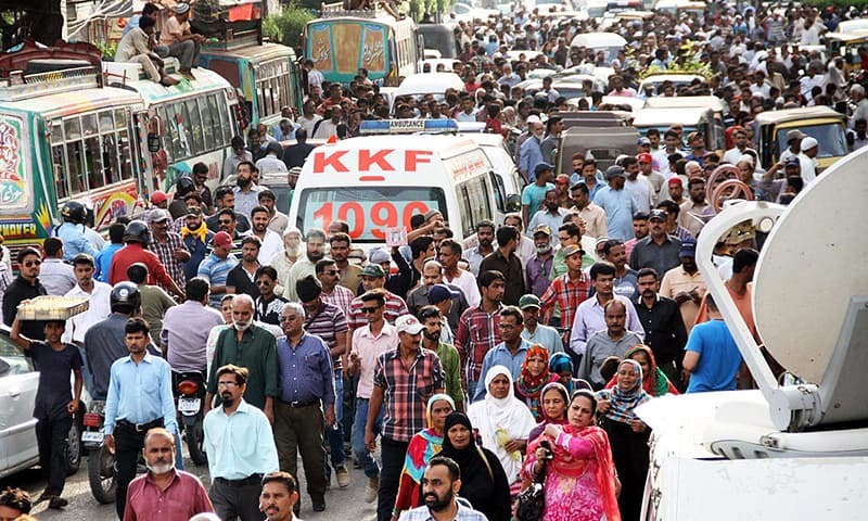 Activists march to surround office of ARY news channel following the statements of MQM chief. —Online
