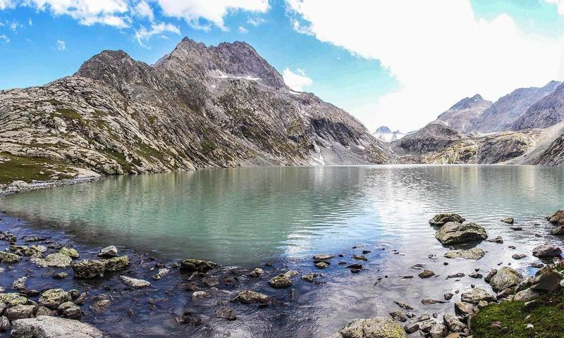 Reaching Godar lake requires mental strength and endurance because the trail is dangerous and quite long.