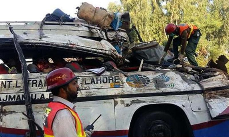 30 killed in Rahim Yar Khan after buses collide head-on - Pakistan
