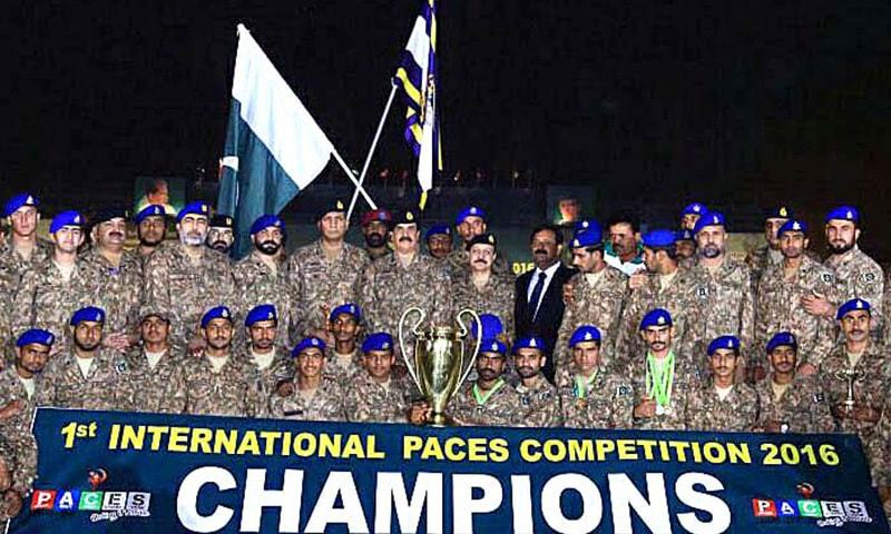 Chief of Army Staff General Raheel Sharif in a group photograph with winners of 1st International PACES Competition-2016 the Pakistan Army Services Corps Team. — APP