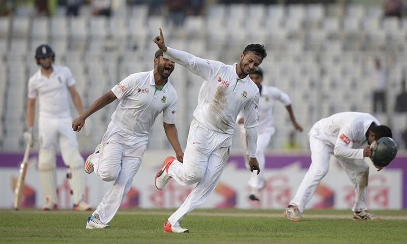 Bangladesh's Shakib Al Hasan, center, celebrates the dismissal of England's Zafar Ansari during the third day of their second cricket test match in Dhaka. ─ AP