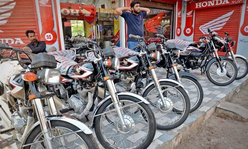 Karachi Honda Bikes On Display Outside A Showroom In Akbar Market