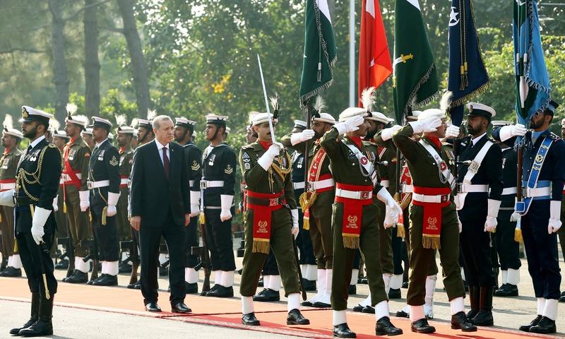Tayyip Erdogan reviews a guard of honour in Islamabad. ─Reuters