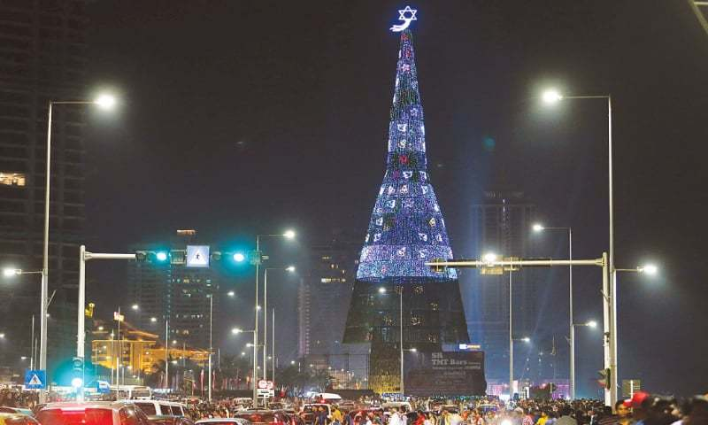 lanka unveils worlds tallest christmas tree newspaper dawncom - Biggest Christmas Tree In The World