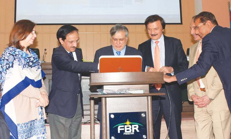 Finance Minister Ishaq Dar conducting computerised balloting for audit for tax year, 2015 (Income Tax, Sales Tax and Federal Excise Duty) at the FBR Headquarters in Islamabad on Jan 5.—APP