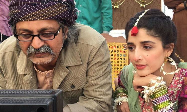 Mawra on the sets of Sammi with director Saife Hassan