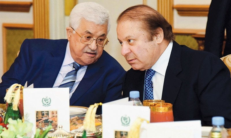 ISLAMABAD: Palestinian President Mehmoud Abbas speaks to Prime Minister Nawaz Sharif during a lunch at PM House on Tuesday.—AFP