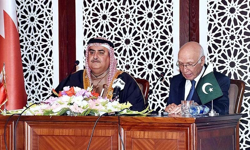 Foreign Affairs Adviser Sartaj Aziz and Bahraini Foreign Minister Shaikh Khalid Bin Ahmad Al Khalifa addressing the Joint Press Conference. — APP