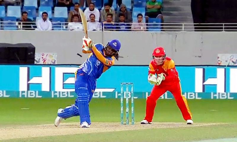 Karachi Kings bat first after Islamabad United opt to field. ─ DawnNews
